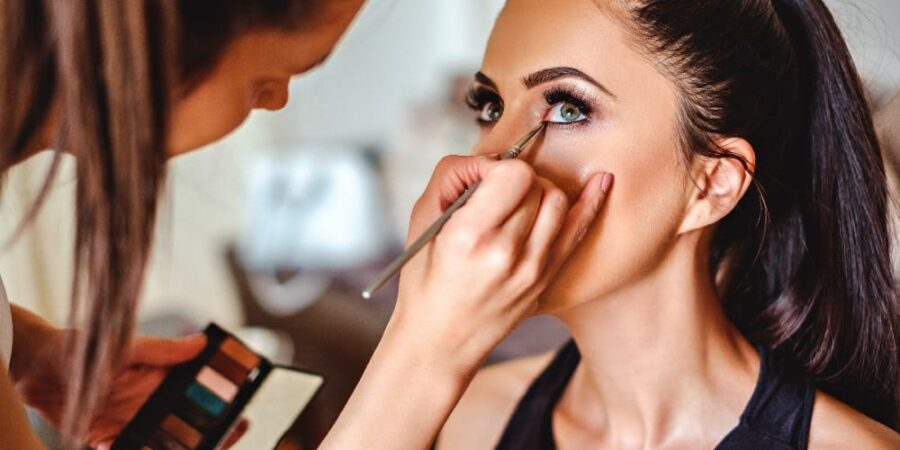 Tips on selecting the right makeup artists for wedding