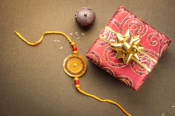 Tons Of Love To Sister From Brother Through Beautiful Rakhi Return Gift
